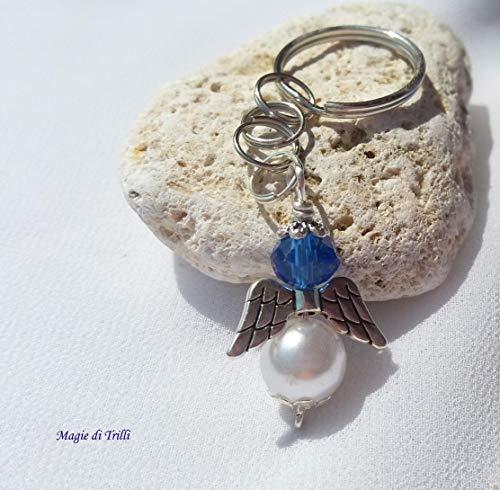 Magie di trilli - ciondolo artigianale portachiavi argentato a forma di angelo con perla e cristallo azzurro, completo di anello - bomboniera battesimo, nascita, comunione - idea regalo