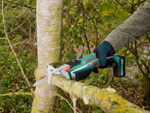 When it comes to battery powered, cordless pruning saws, the Bosch Keo Cordless Garden Saw is one of the best tools in that category. Working cordless allows you to reach into tight areas and cut branches. The soft grip and ergonomic shape even makes it manoeuvrable. Blade changing is easy and there is a safety feature that prevents accidental activation.