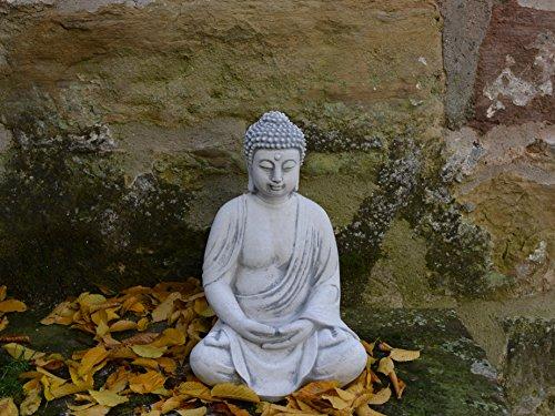 herrlicher-buddha-aus-steinguss-frostfest-2