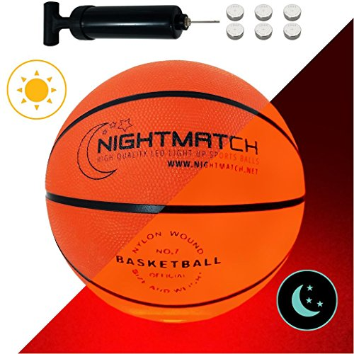 NIGHTMATCH LEUCHT-Basketball MIT BALLPUMPE UND ERSATZBATTERIEN - toller Kinder-Basketball Ball - helle, Sensor-aktivierte LED-Beleuchtung - Größe 7 - Offizielle Größe & Gewicht -