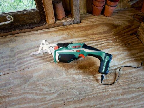 """Bosch DIY Akku-Gartensäge Keo, Haltebügel """"A-Grip"""", Messer für Frischholz, 3h-Lader (10,8 V, max. Ø 80 mm Schneidekapazität) - 3"""