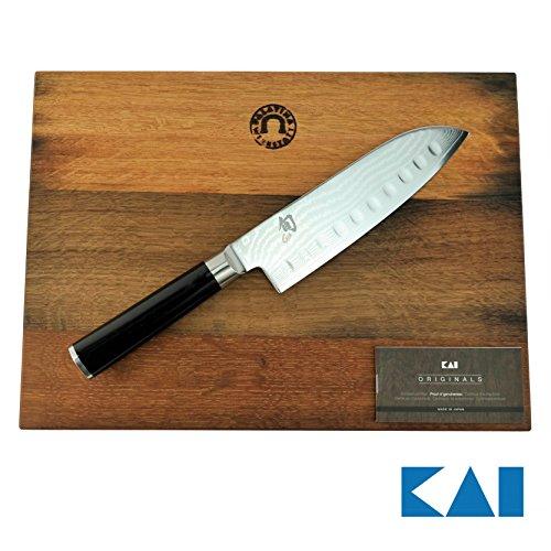 Kai Shun Geschenkset | DM-0718 | ultrascharfes Santoku aus Damaststahl mit Kullenschliff | 18 cm Klinge | + von Hand gefertigtes Fassholzbrett aus Eiche, 34x21 cm | VK: 249,- € Kai Shun Santoku