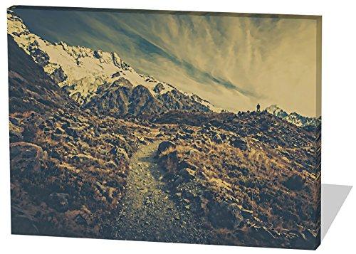 On The Mountains, Gemälde Effekt, schönes und hochwertiges Leinwandbild zum Aufhängen in XXL - 60cm x 40cm, echter Holzrahmen, effektiver Pigmentdruck, modernes Design für Ihr Büro oder Zimmer (Rocky-film T-shirts)