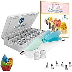 Swirly Bake 50 Teiliges Spritztüllen Set. 30x Edelstahl Tüllen Aufsätze. 2x Silikon Spritzbeutel. 10x Einwegspritzbeutel. 4x Cupcake Förmchen. Exclusives E-Book Inclusive.