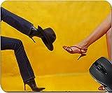 MSD Naturkautschuk Mousepad Maus Pads/Matte Design: 2513969Zwei verschiedene Dressed Frauen sitzend One, gegen einen anderen