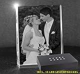 VIP-LASER 2D GRAVUR Glas Kristall Flachglas selbststehend Hochformat mit Deinem Hochzeitsfoto. Dein Wunschfoto für die Ewigkeit mitten in Glas! Groesse XL = 105x80x30mm incl. Leuchtsockel