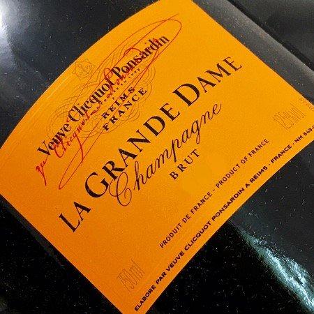 champagne-veuve-clicquot-la-grande-dame-1990-magnum