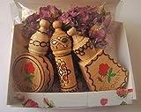 Bulgarische Rosenöl Parfüm kleine Geschenkbox mit 3 Fläschchen Holz Souvenirs + getrocknete Rosenblüten