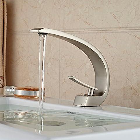 LYNDM Niquel cepillado elegante lavabo grifo de fregadero solo Mango Deck Mount Lavabo con grifo mezclador de manguera fría y