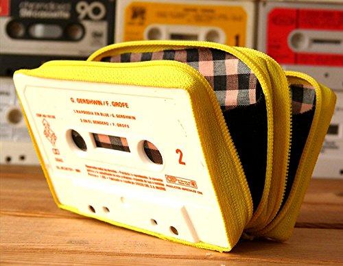 Monedero handmade hecho con cinta de casette CON DOS COMPARTIMENTOS