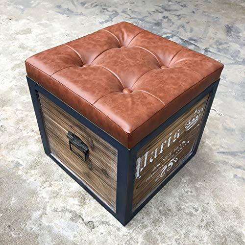 Baúl de hierro forjado y madera con perfiles meta´licos. Asiento en
