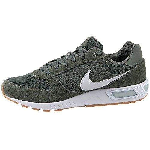 Nike Herren Nightgazer Sneaker, Grau (River Rock/white/gum Light Brown), 44.5 EU