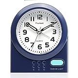 Kleine Uhr, Plumeet nicht tickender Analog Quarzwecker mit Schlummermodus und Nachtlicht, niedlicher Farbe für Kinder, ansteigendem Soundalarm, einfach einzustellen, Handgerät-Größe, batteriebetrieben (Blau)