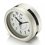 Wecker, HQOON Batteriebetriebener Wake Up Snooze wecker mit Nachtlicht für Heim und Büro schwarz, lauter Alarm, kein Ticken geräuschlos Reisewecker, 3 AA Batterien (Batterien nicht im Lieferumfang)