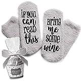 Grau Luxus-Wein-Socken mit 'If You Can Read This Bring Me Some Wine' mit Cupcake-Geschenkverpackung von Smith's (Geschenkidee, lustiges Wein-Zubehör für Frauen, tolles Geburtstags- & Gastgeschenk)