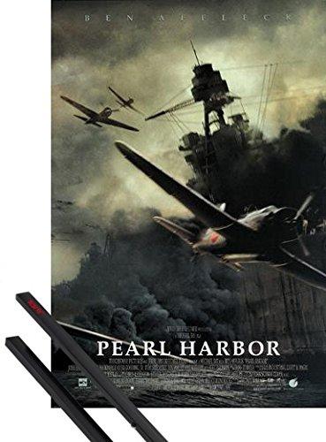 1art1 Poster + Hanger: Pearl Harbor Poster (98x68 cm) Scene - (Ben Affleck, Michael Bay Film) Inklusive EIN Paar Posterleisten, Schwarz (Affleck Harbor Ben Pearl)