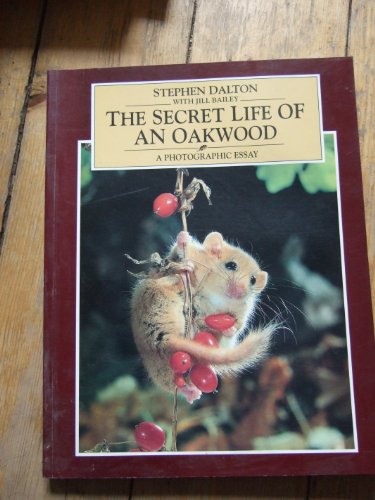 The Secret Life of an Oak Wood: A Photographic Essay por Stephen Dalton