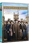 Ambientata nell'Inghilterra edoardiana negli anni immediatamente precedenti alla prima guerra mondiale, Downton Abbey racconta la storia di una comunità travagliata. La grande casa è la residenza della famiglia Crawley da molte generazioni, ma è anch...