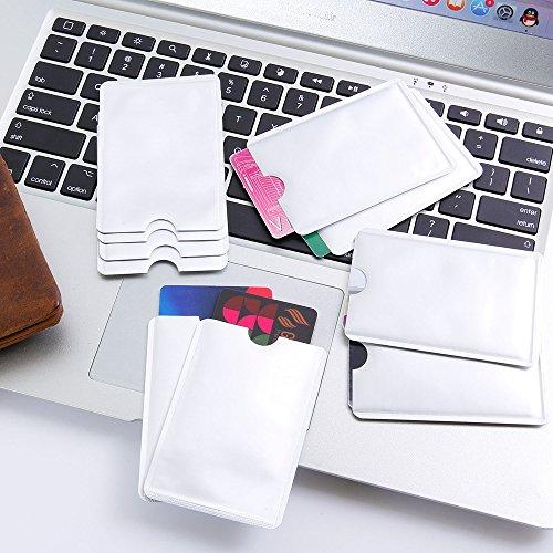 Nuestras fundas seguras protegerán tarjetas de crédito o carnés de identidad una y están hechas de un material resistente exterior combinado con nuestro material de blindaje en el interior. Funda de bloqueo para tarjetas RFID compuestas en buena part...