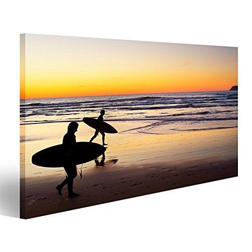 islandburner Bild Bilder auf Leinwand Zwei Surfer Laufen am Strand Bei Sonnenuntergang. Portugal Hat Eine der Besten Surf-Szenen in Europa Wandbild, Poster, Leinwandbild FZF