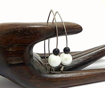 Boucles d'oreilles minimalistes blanc et noir grands crochets, céramique, lave et acier chirurgical (A16)