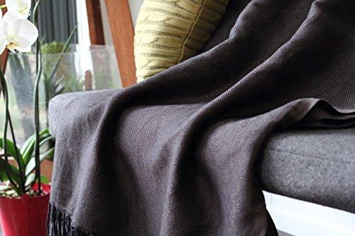 Tagesdecke / Sofa Überwurf aus 100% Baumwolle mit Fischgrätmuster | Größe xl 150x230 cm | schwarz mit Blautönen | ideal für Sofa und Sessel | Allée Déco