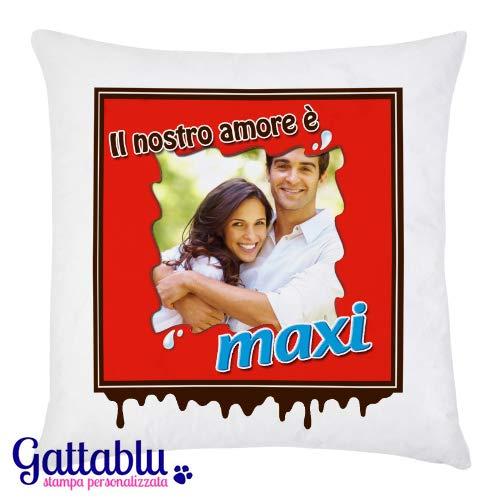 Federa per cuscino con stampa personalizzata con la tua foto, il nostro amore è maxi, stile ovetto e barretta di cioccolato! idea regalo divertente personalizzabile san valentino!
