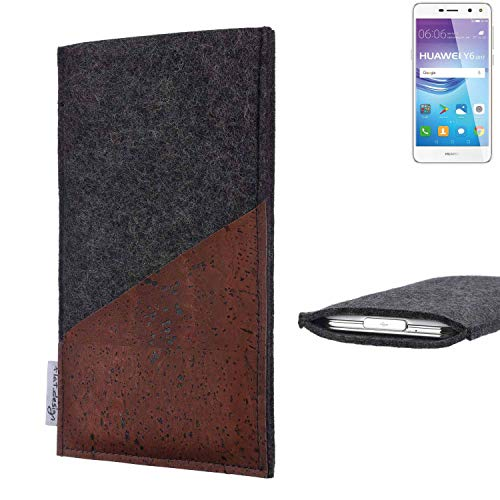 flat.design Handy Hülle Evora für Huawei Y6 2017 Single SIM handgefertigte Handytasche Kork Filz Tasche Case fair dunkelgrau