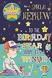 Cards Galore Online Nephew Geburtstagskarte & Badge–Little Boy, Laptop, Trophy & Bright Stars 22,9x 15,2cm