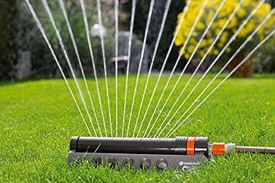GARDENA Viereckregner Comfort Aquazoom 250/1: Rasensprenger zur Bewässerung kleinerer rechteckiger Flächen von 105-250 m², Reichweite 7-17 m, Sprengweite max. 15 m, Schmutzsieb entnehmbar (1971-20)