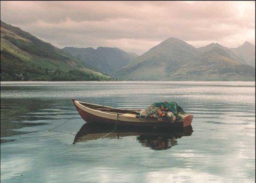 empireposter A. Blair Lake Duich, Highlands, Scotland Kunstdruck Fischerboot Grösse 50x40 cm + 2 St Posterleisten Holz 50,5 cm