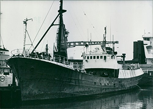 vintage-photo-of-grampian-fame-the-new-ship-of-the-greenpeace-organization-1988