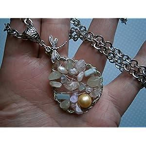 Anhänger mit Mondstein, Aquamarin, Rosenquarz, Bergkristall, Jade, Topas, Serpentin und Aventurin sowie schimmernden Perlen und Libelle an langer Kette versilbert