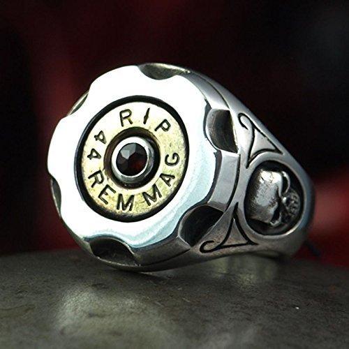 Patronen Bullet Ring SIX SHOOTER - massiver und außergewöhnlicher Biker Ring aus Silber mit 44 Magnum Patronenkopf und Granat