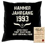 Geschenk Idee zum 25. Geburtstag :-: Hammer Jahrgang 1993 Kissen Dekokissen Jahreszahl Aufdruck :-: Größe: 40x40cm Farbe: schwarz und Urkunde