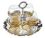 Weinbrand Cognac Gläser auf versilbertem Tablet