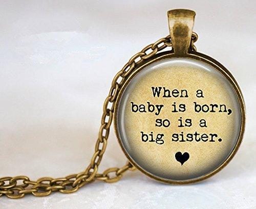 Colgante con texto en inglés When a Baby Is Born, so Is a Big Sister