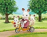 muebles-de-Sylvanian-tres-personas-montando-bicicleta