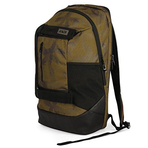AEVOR Rucksack Bookpack für die Uni und Freizeit inklusive 15 Zoll Laptopfach und Skateboard Tragesystem Palm Green - grün, schwarz