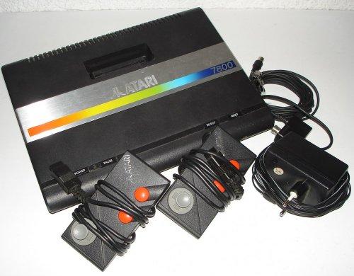 atari-7800-konsole-geraet-schwarz-atari-z2-3-lose