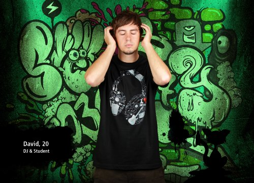 Ganzkörperkopfhörer - Herren T-Shirt von Kater Likoli Deep Black