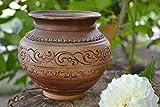 Pot en argile fait main marron avec ornements pour cuire des plats au four