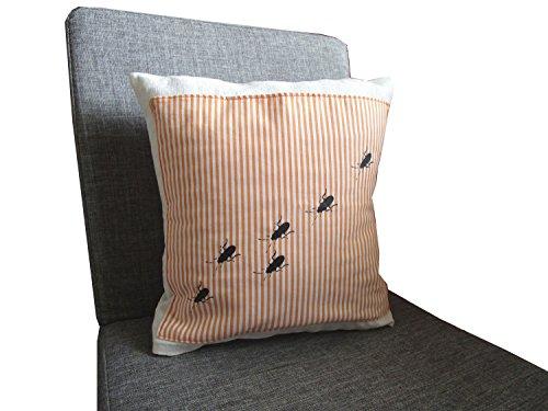 handgenahter-und-handbedruckter-kissenbezug-aus-leinen-und-baumwolle-mit-tasche-motiv-schaben