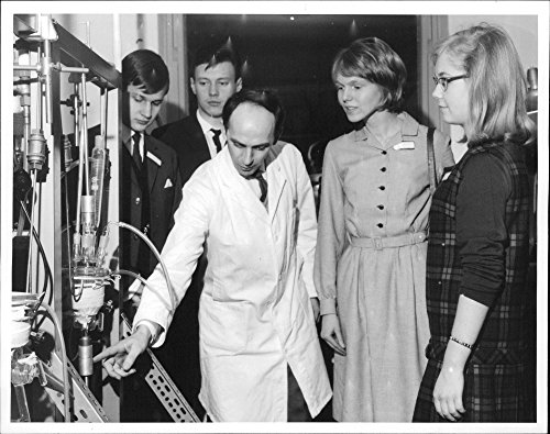 vintage-photo-of-file-lic-axel-ronnquist-shows-young-chemists-an-apparatus-at-the-institute-for-meta