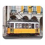 Mauspads Trolley White Car Typische gelbe Straßenbahn von Lissabon Portugal Mauspad für Notebooks, Desktop-Computer Matten Bürobedarf 10x12 Zoll