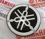 100% GENUINE 50mm Diametro YAMAHA TUNING FORCELLA Decalcomania Adesivo Emblema Logo NERA / ARGENTO In rilievo A cupola A Gel Resina Autoadesivo Moto / Sci Nautico / ATV / Motoneve