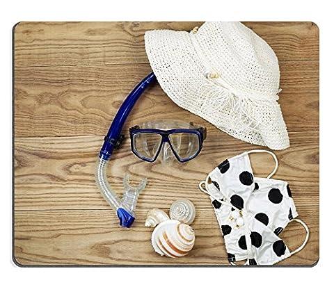 liili Tapis de souris en caoutchouc naturel souris tête Vue de Plage Tenues placé sur planches en bois rustique Pièces Comprend Masque Tuba Bikini Mer coquillages et chapeau blanc 28970688