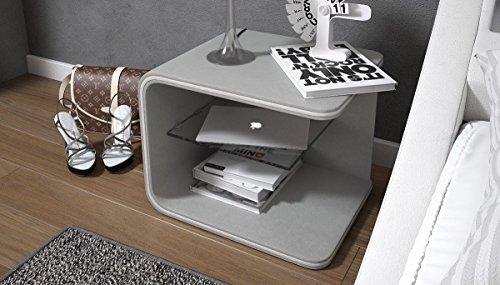 SalesFever Nacht-Tisch mit LED-Beleuchtung | Kunstleder-Bezug hell-grau 50x40cm | Tiris | Design Beistell-Tisch mit Ablage | Stylische Nachtkommode für Ihr modernes Schlafzimmer | mit Glas-Einsatz