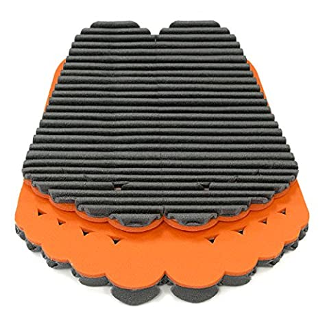 Mondaplen FootWave Set: a pair of after-sport shower & bath mats to protect your feet from germs & fungus at the gym, pool or sauna. Large mat: 33 x 38 cm, Small: 30 x 34 cm. Plastic zip bag included. Orange/black