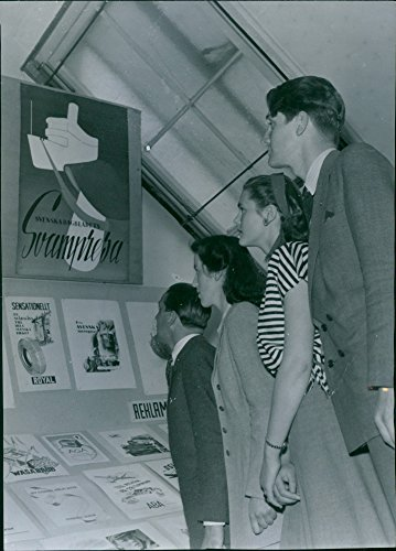 vintage-photo-of-young-people-visiting-advertising-institutes-art-exhibition